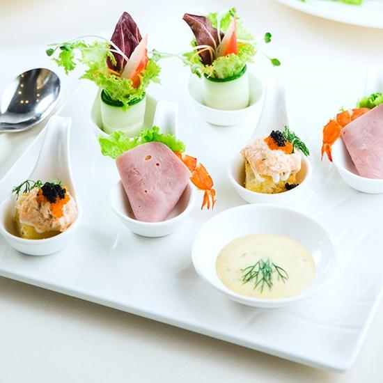 Đẳng cấp buffet tối hải sản Á, Âu tại Sứ Buffet