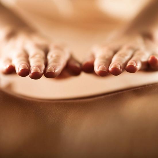 60 phút Massage body tinh dầu, đá nóng thiên nhiên tại Ivy Spa