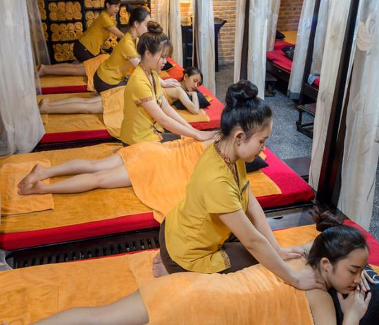 Massage Body phòng tập thể tại Cham Spa & Massage