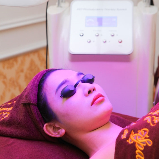 Trị mụn, trị thâm với ánh sáng sinh học + phun oxy
