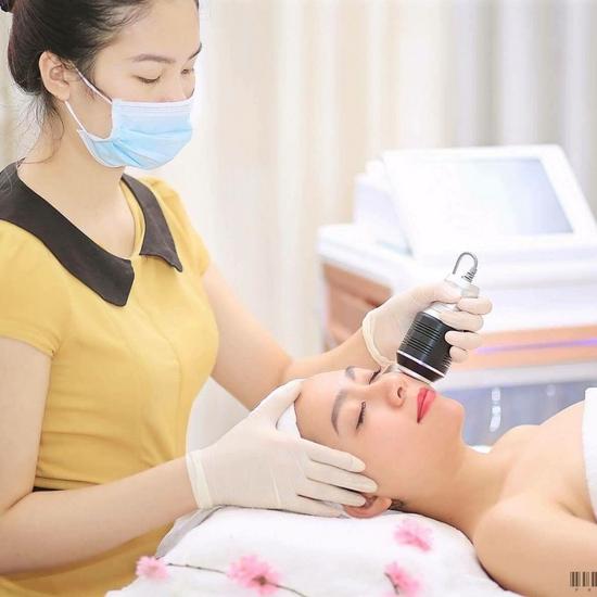 Kiểm tra sức khỏe của làn da, tái sinh tế bào gốc Warda Spa