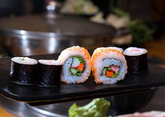 Buffet lẩu hải sản bò Mỹ & sushi Nhà hàng Moon BBQ