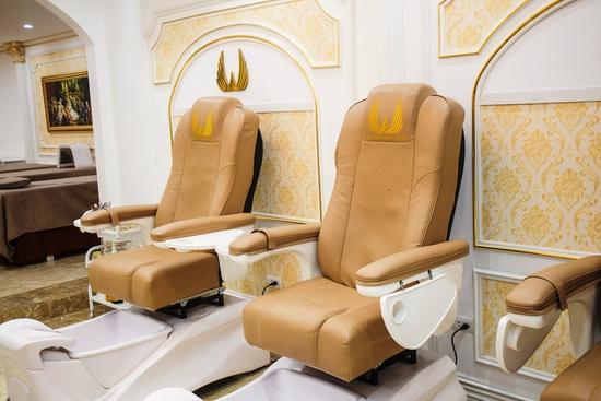 Sơn móng cao cấp CND Vinylux ngồi ghế massage lưng