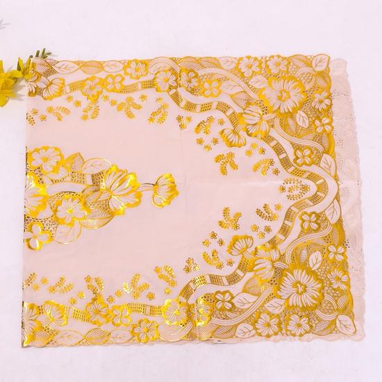 Khăn trải bàn dập hoa nổi (vàng 60x120cm)