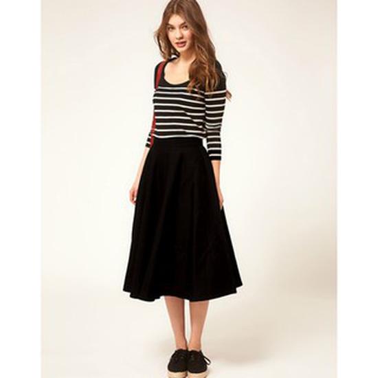 Chân váy xòe dài đến đầu gối vẻ đẹp cổ điển, thanh lịch