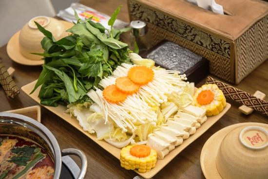 Lẩu Thái thập cẩm chua cay NH Bangkok Thái Cuisine