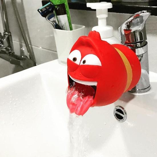 Vòi nước rửa tay sâu larva cho bé