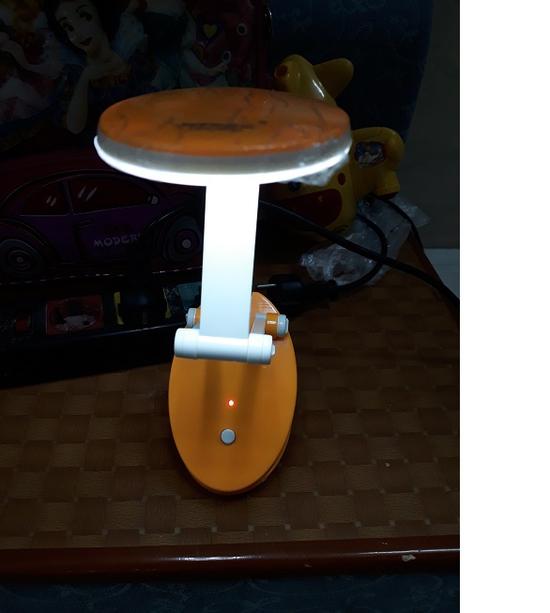 Đèn bàn 15 bóng Led siêu sáng, thiết kế gấp gọn