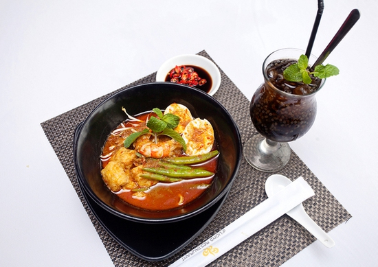 Thế Giới Mỳ Kiểu Mã Lai Đặc Biệt Kèm Đồ Uống Cho 01 Người Tại d'LIONS Restaurant