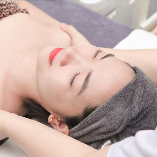 Massage Mặt Trị Liệu Với Collagen Và Đá Nóng Tại Genic Medical Spa