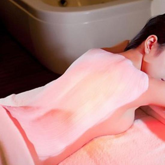 Tắm trắng thảo mộc cao cấp kết hợp hấp trắng bằng máy nano ánh sáng hồng ngoại tại Kenna Spa