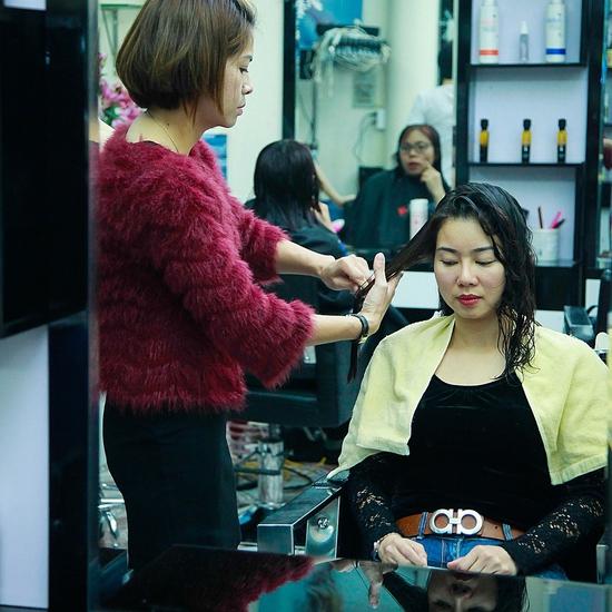Tạo kiểu chuyên nghiệp + Nhuộm tóc thời trang chỉ với 100k tại Nhung Hair Salon