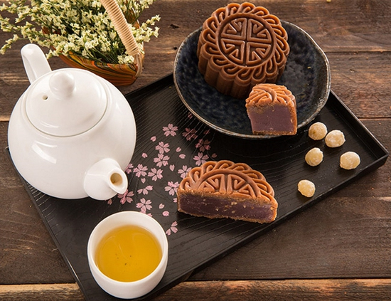 Hộp bánh Trung thu cao cấp Cẩm Nguyệt Bảo Ngọc 2018 - Hương Vị Truyền Thống