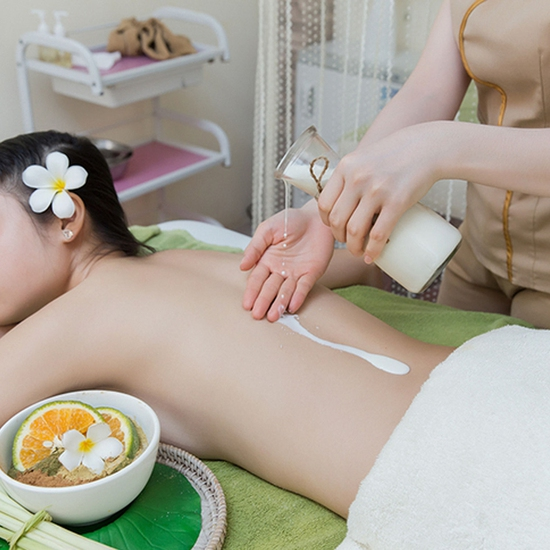 Tắm trắng siêu an toàn với tinh chất Serum Vitamin C thiên nhiên tại Thuỷ Nguyễn Spa & Clinic