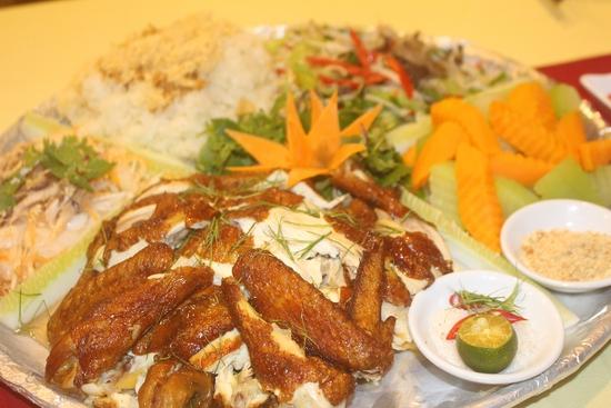 Mẹt gà 5 món chuẩn ngon tại Nhà Hàng Chèo Cuisine
