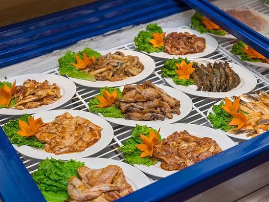 [Chỉ 149K] Buffet nướng than hoa không khói tại Lẩu Hội Quán Hoàng Cầu