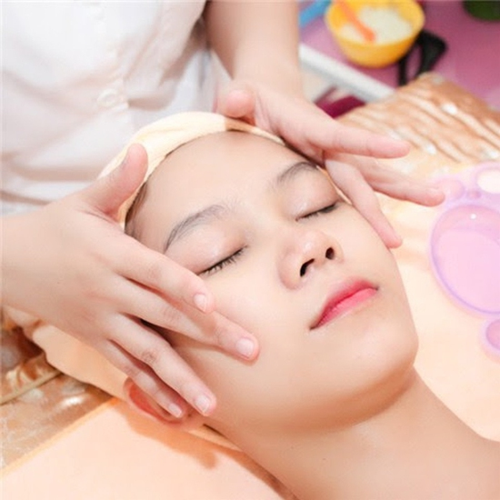 90 phút Massage body Thụy Điển kết hợp bấm huyệt/ đá nóng + Chạy Vitamin C sáng da - AHA Spa