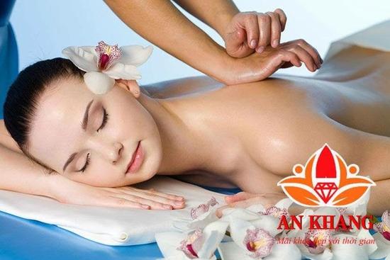 COMBO 2 BUỔI Massage mặt với tinh dầu thảo dược và tinh chất Nano Nhật Bản