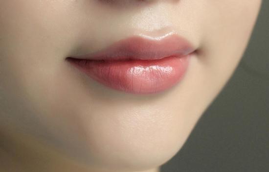 Phun môi lụa collagen cấy tế bào gốc tiêu chuẩn tại TMV Phương Loan Hồng Kông