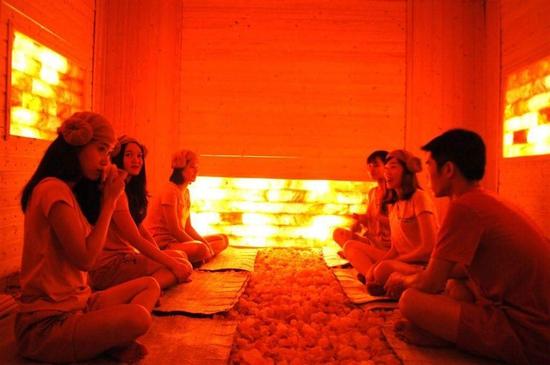 150 phút xông hơi đá muối himalaya kết hợp massage độc quyền tại Sunflower healthy Spa