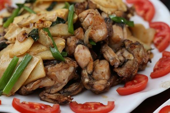 Lẩu Ếch om măng cay/om chuối đậu tại Lẩu Hội Quán -  tặng đĩa khoai chiên