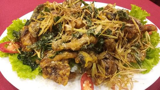 Đón gió lạnh với lẩu riêu cua bắp bò sườn sụn nhiều món tại Nhà hàng Sơn Lâm