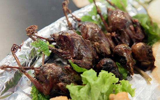 Mẹt chim to dần nhiều món đầy đặn tại Nhà hàng Lẩu Sauna Cường Thịnh