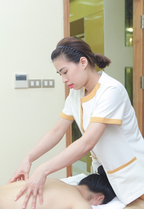 Xông hơi kết hợp Massage body đá muối Himalaya tặng kèm nước chanh muối - Cham Beauty Spa