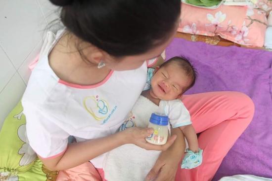 Dịch vụ tắm cho bé sơ sinh tại nhà - Miss Care Hà Nội