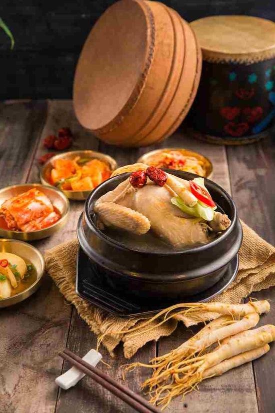 """Set """"Gà tần sâm + Bánh hải sản/Cơm trộn HQ + Panchan không giới hạn"""" cho 2 người - Nhà hàng Chum"""