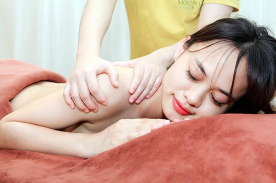 Combo xông hơi đá muối không giới hạn + Massage Body đả thông kinh lạc tại Mộc An Spa & Massage
