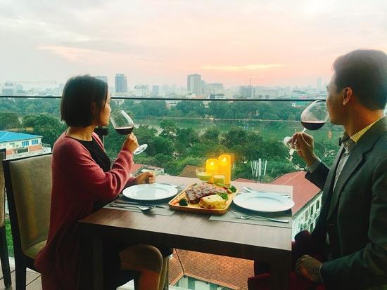 Combo sườn nướng tảng kiểu Mỹ cho 2 người tại nhà hàng Panorama