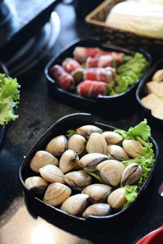 Butffet lẩu buổi trưa gần 20 món hấp dẫn tại Nhà hàng là 9-Life