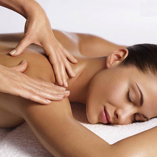 Masage trị liệu cổ/vai/gáy đả thông kinh lạc theo phương pháp cổ truyền Ấn Độ tại Trang Beauty & Spa