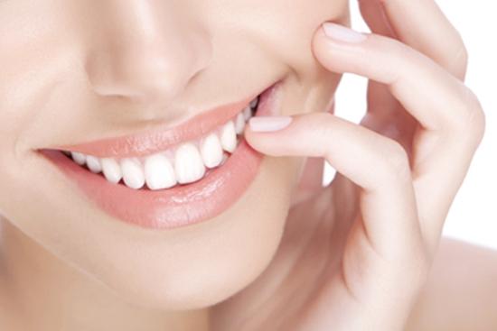 Lấy cao răng, đánh bóng và tư vấn vệ sinh răng miệng tại Nha khoa Everest