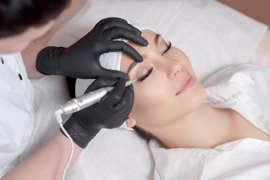 Phun lông mày công nghệ Ombre vi chạm hạt tại Rosa Laevigata spa