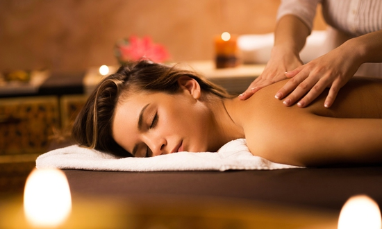 Massage điều trị mỏi vay gáy, thải độc tố bằng thảo dược tại Sài Gòn Xinh Spa