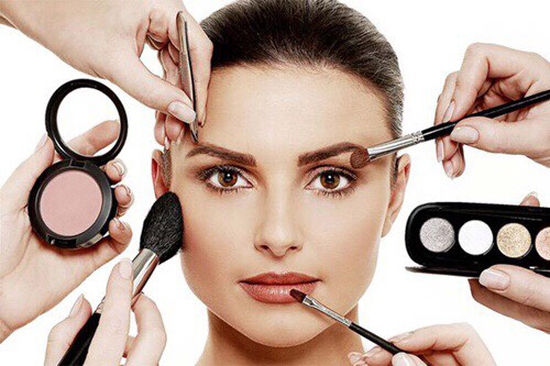 Khoá học Makeup cá nhân kết hợp Stylist định hình phong cách của Flou.Studio