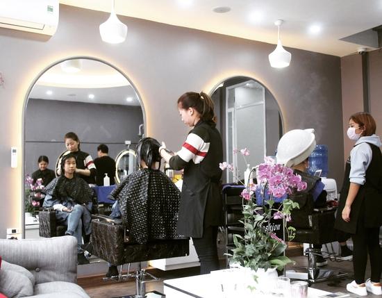 Dịch vụ Uốn tóc cao cấp tại Fasiya Salon 74 Trung Hoà