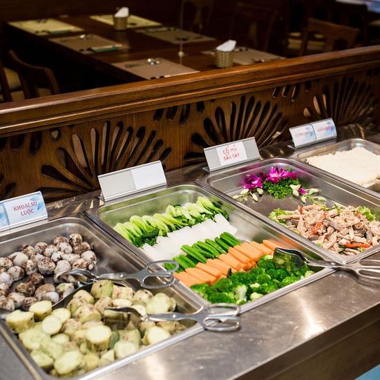 Buffet trưa nhà hàng Sen Xanh cao cấp gần 300 món đẳng cấp Á Âu