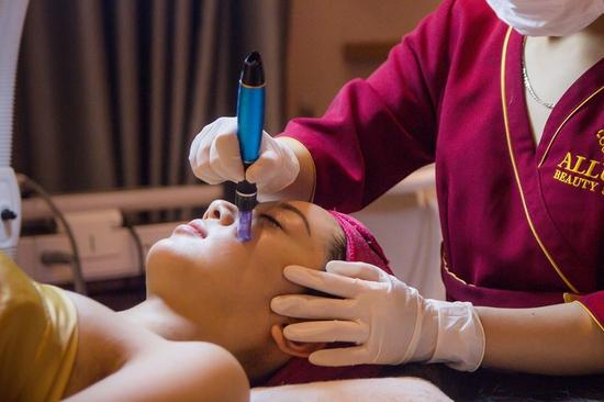 Cung cấp sức sống cho làn da nhờ công nghệ Phục hồi da HydroPeel Aqua tại Allure Beauty