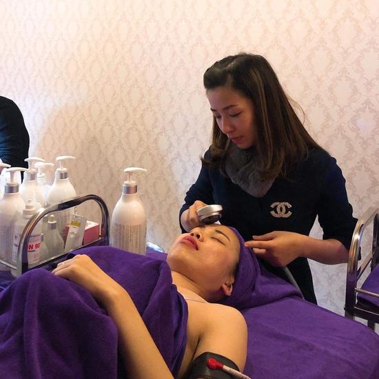 Ủ trắng da mặt với ngọc trai và Vitamin C tại Poly K Beauty Spa