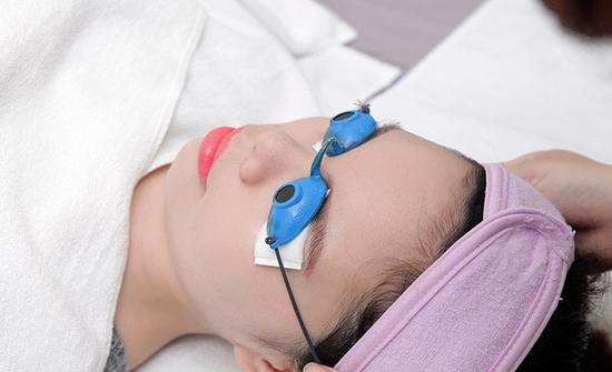 Trẻ hóa/làm trắng da/thu nhỏ lỗ chân lông CN Laser kết hợp ánh sáng - Dermacare Laser & Light Center