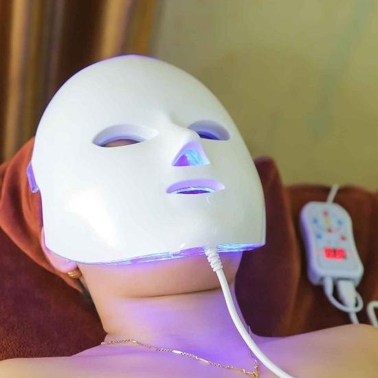 Đặc trị mụn đầu đen với công nghệ Blue Light tại Sen Spa