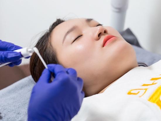 Phun thêu lông mày/ môi collagen/ mí trên hoặc dưới tại Viện thẩm mỹ Hoàng Gia