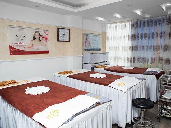 Điều trị chuyên sâu cho da mụn theo liệu trình của bác sĩ da liễu tại Viện thẩm mỹ Hoàng Gia