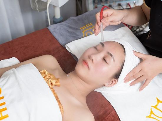 Chăm sóc da mặt chuyên sâu bằng mỹ phẩm Christina tại Viện thẩm mỹ Hoàng Gia