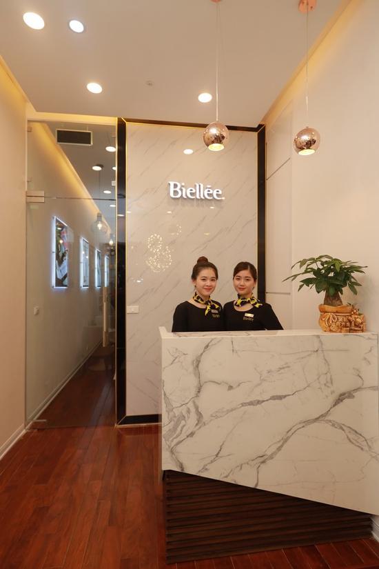 Liệu trình chăm sóc, phục hồi da bài bản kết hợp massage đả thông kinh lạc tại Biellee Spa