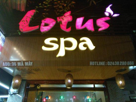 Combo 2 dịch vụ massage body và ngâm chân thảo dược tại Lotus Spa