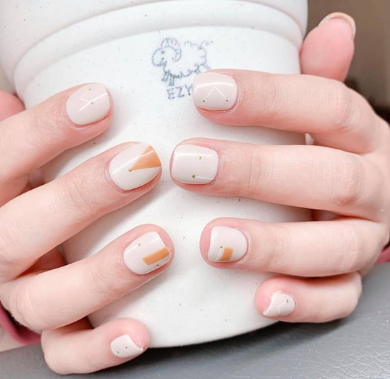 Làm móng xinh hoàn chỉnh với sơn gel Hàn Quốc tại Mộc Beauty.Nail